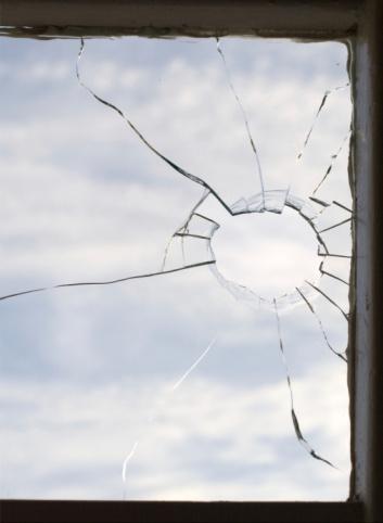 Destruction「Broken window」:スマホ壁紙(18)