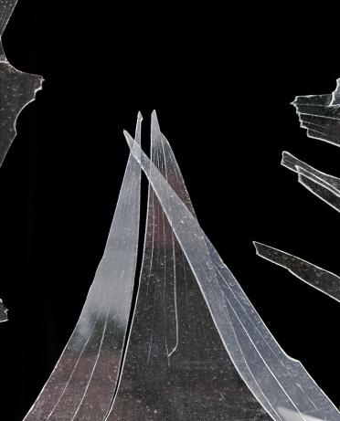 割れたガラス「ギザギザ Shards プロークンウィンドウ」:スマホ壁紙(19)