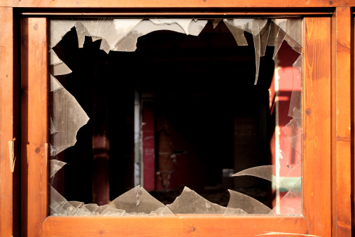 Destruction「broken window」:スマホ壁紙(3)