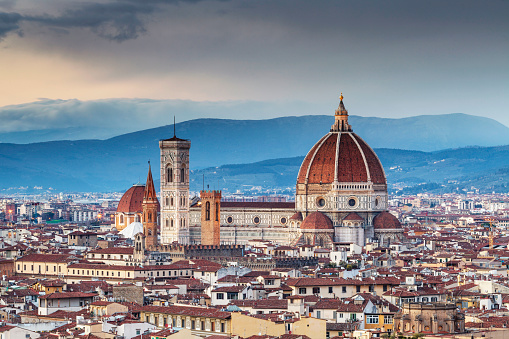 Cathedral「The view from Piazzale Michelangelo over to the historic city of Florence at dusk.」:スマホ壁紙(2)