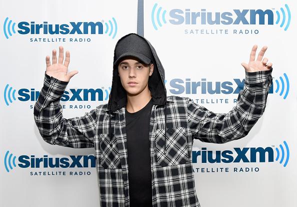 Fully Unbuttoned「Justin Bieber Visits SiriusXM Hits 1's The Morning Mash Up」:写真・画像(9)[壁紙.com]