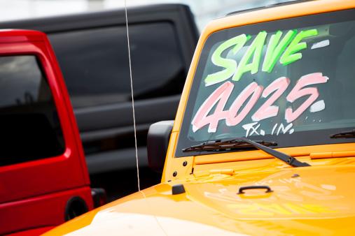 Car Dealership「Vehicles for Sale on Dealership Lot」:スマホ壁紙(3)