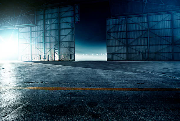 Airplane hangar:スマホ壁紙(壁紙.com)