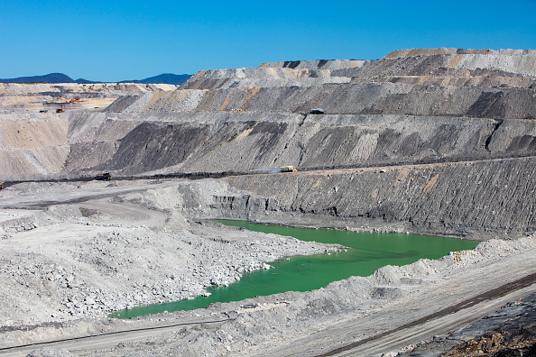 Bedding「The Beltana number 1 mine, an open cast or drift coal mine managed by Xstrata coal in the Hunter Valley, New South Wales. If we are serious about tackling climate change, coal, the dirtiest of fossil fuels, needs to be kept in the ground. Sadly around 85」:写真・画像(17)[壁紙.com]