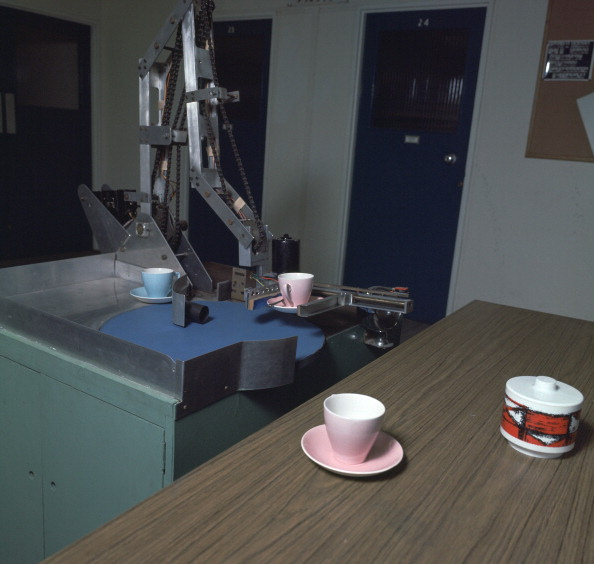 Robot Arm「Table-clearing robot. Artist: Meredith Thring」:写真・画像(11)[壁紙.com]
