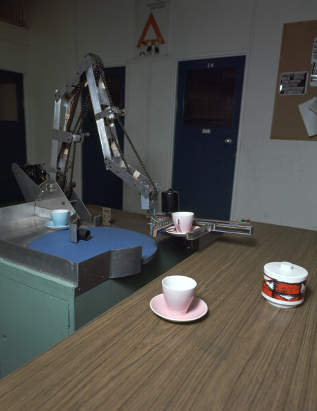 Robot Arm「Table-clearing robot. Artist: Meredith Thring」:写真・画像(4)[壁紙.com]