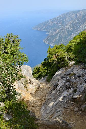 Mt Athos Monastic Republic「Greece, Chalkidiki, Mount Athos, World Heritage site, The trail to Skete (monastic settlement)」:スマホ壁紙(18)