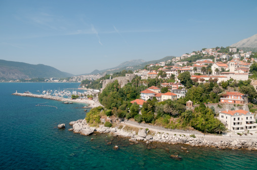 Midday「Herceg Novi pier and uptown」:スマホ壁紙(2)