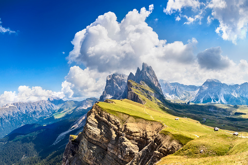 Mountain Ridge「Dolomites Landscape, Odle Mountains in Dolomites, Italy」:スマホ壁紙(17)