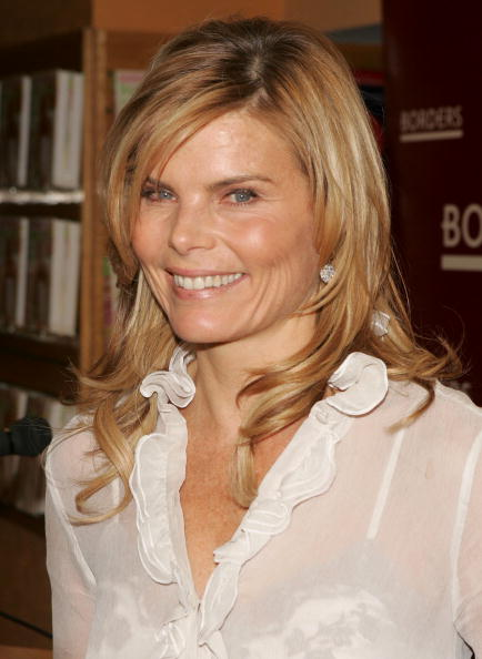 "Borders Books「Mariel Hemingway Signs ""Healthy Living From The Inside Out""」:写真・画像(18)[壁紙.com]"
