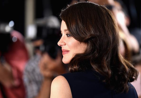 サイド刈り上げ「Fan Event For Paramount Pictures' 'Allied' - Arrivals」:写真・画像(16)[壁紙.com]