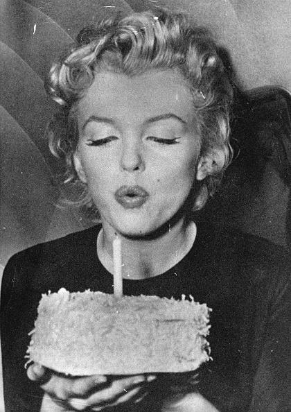 Birthday「Actress Marylin Monroe On Her 30Tiest Birthday. Photograph. 1956.」:写真・画像(10)[壁紙.com]
