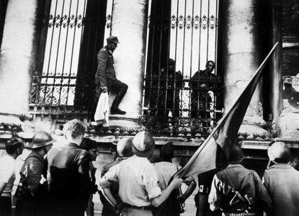 Surrendering「Germans Negotiate」:写真・画像(11)[壁紙.com]