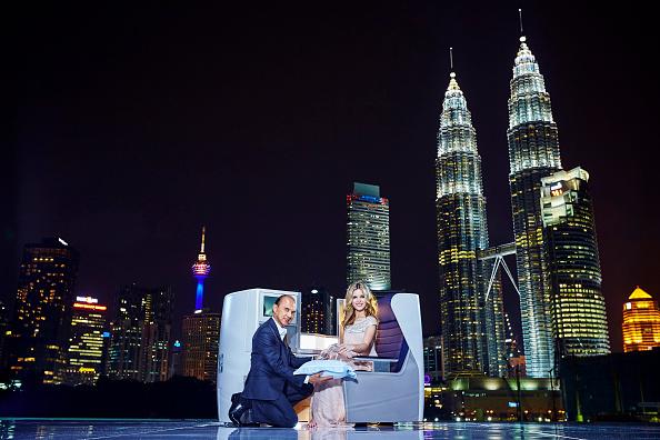 靴「Michelle Yeoh, Jimmy Choo and Georgia May Jagger Launch British Airways Daily Services to Malaysia」:写真・画像(14)[壁紙.com]