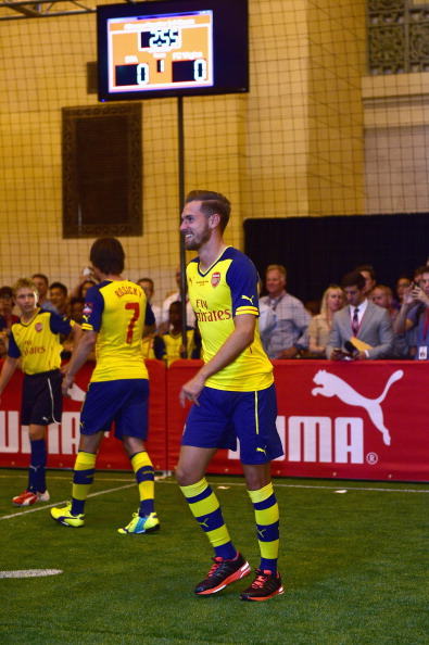 Aaron Ramsey「PUMA Partners With Arsenal Football Club To Debut Monumental Cannon In Grand Central Station」:写真・画像(4)[壁紙.com]