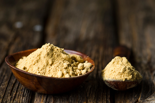 Ginger - Spice「Wooden bowl and spoon with ginger powder on dark wood」:スマホ壁紙(5)