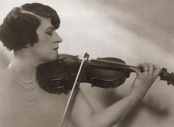 Violinist「Adila Fachiri」:写真・画像(8)[壁紙.com]