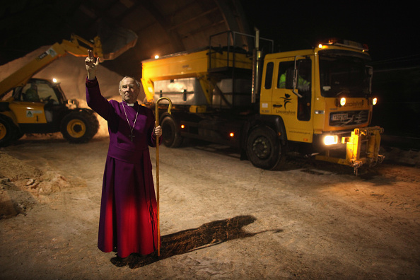 Christopher Furlong「The Bishop of Lincoln Dr. John Saxbee to carry out gritter blessings」:写真・画像(12)[壁紙.com]