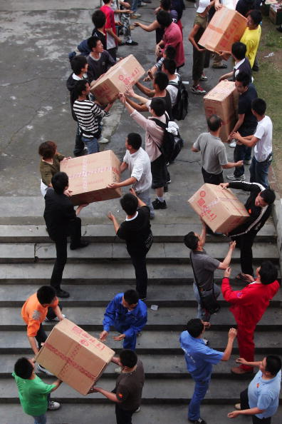 Volunteer「Recovery Efforts Continue After China Earthquake」:写真・画像(6)[壁紙.com]