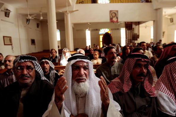 Religious Mass「Iraqi Christians Return to Baghdad Church for Mass」:写真・画像(15)[壁紙.com]