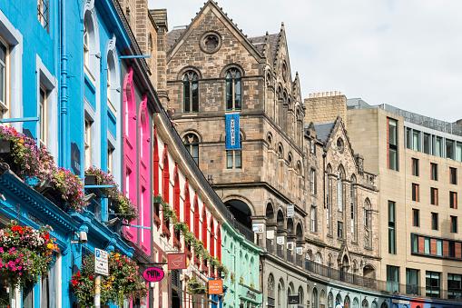 Scotland「UK, Edinburgh, row of coloured houses at West Bow」:スマホ壁紙(6)