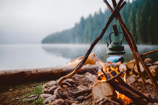 Tourism「Shot of a cute vintage teapot in a campsite near to lake.」:スマホ壁紙(9)