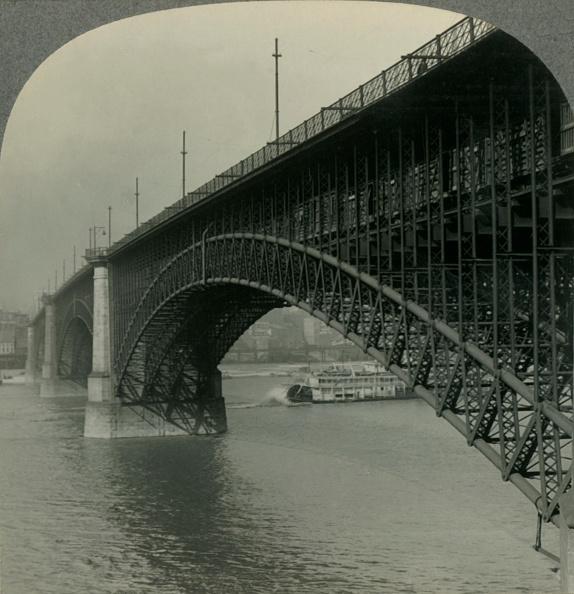 Missouri「The Ten Million Dollar Eads Bridge Over The Mississippi River At St Louis」:写真・画像(19)[壁紙.com]