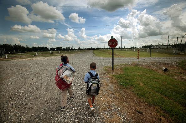 School Bus「Louisiana FEMA Trailer Park Still Inhabited Four Years Later」:写真・画像(12)[壁紙.com]