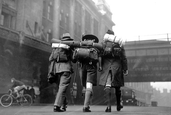 Douglas Miller「London Hikers」:写真・画像(1)[壁紙.com]
