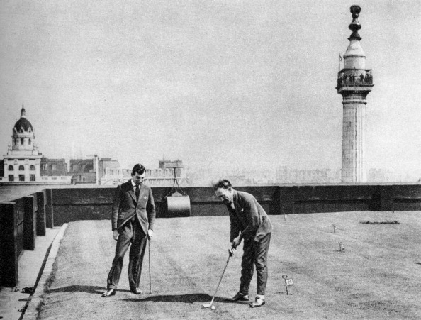 Putting Green「A putting green on the roof of Adelaide House, near London Bridge, London, 1926-1927.」:写真・画像(14)[壁紙.com]