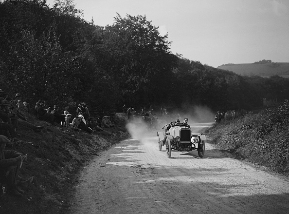 Dust「McKenzie of WF Knight competing in a JCC hillclimb, South Harting, Sussex, 1922」:写真・画像(7)[壁紙.com]
