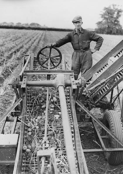 Farm「Caudwell Mechanical Potato Picker」:写真・画像(13)[壁紙.com]