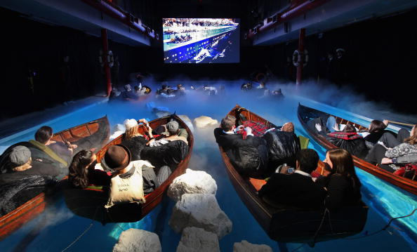 In A Row「Sky Host A Screening Of The Film 'Titanic'」:写真・画像(4)[壁紙.com]