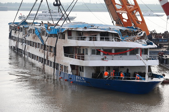VCG「Rescue Continues After Ship Sinking In Yangtze」:写真・画像(15)[壁紙.com]