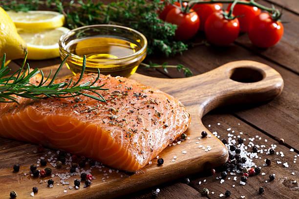 Raw salmon steak:スマホ壁紙(壁紙.com)