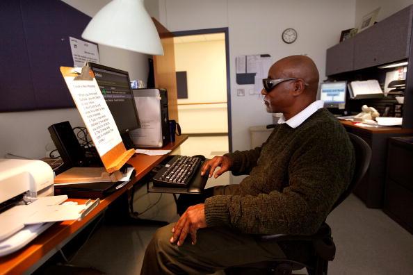 Eyesight「Chicago Area Veterans Hospital Works With Blind Patients」:写真・画像(15)[壁紙.com]