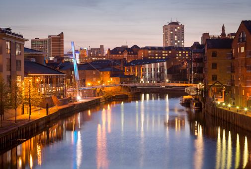Funky「Leeds at night」:スマホ壁紙(4)