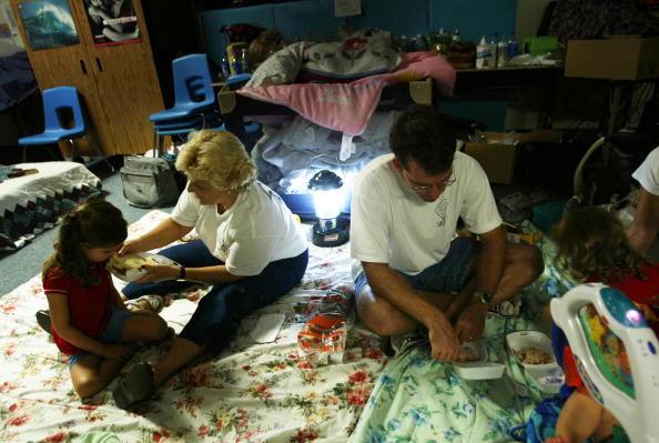 Electric Lamp「Hurricane Frances Hits Florida's East Coast」:写真・画像(2)[壁紙.com]