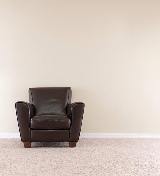 Dark Brown Leather Chair:スマホ壁紙(壁紙.com)