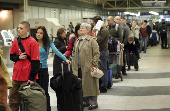 オヘア国際空港「Delays Hamper Busiest Holiday Travel Day At O'Hare」:写真・画像(6)[壁紙.com]