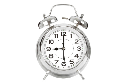 Waking up「Alarm clock showing nine」:スマホ壁紙(17)