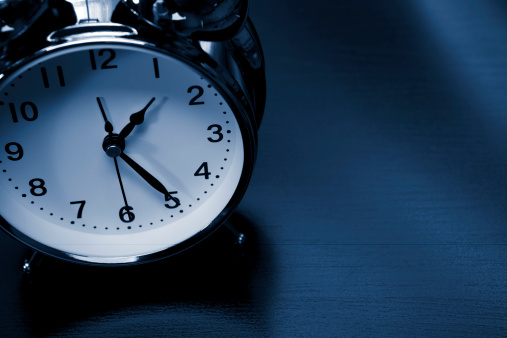 Waking up「Alarm clock」:スマホ壁紙(12)