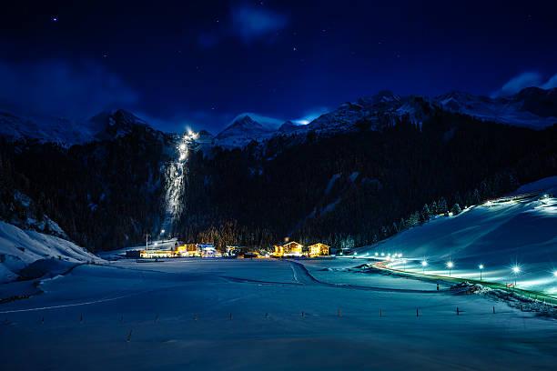 Winter ski resort Hintertux by night, Tirol, Austria:スマホ壁紙(壁紙.com)
