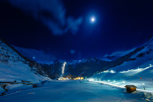 Ski Resort「Winter ski resort Hintertux by night, Tirol, Austria」:スマホ壁紙(14)