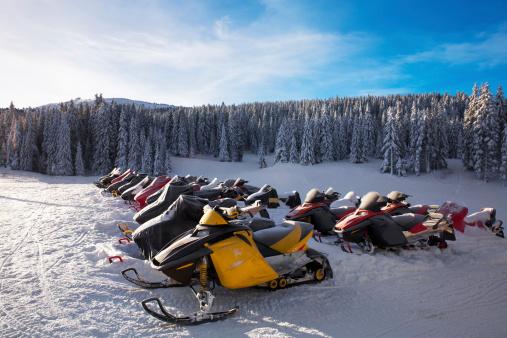 エクストリームスポーツ「冬のスキーリゾート」:スマホ壁紙(9)