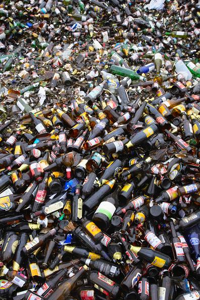 Full Frame「Bottle recycling」:写真・画像(9)[壁紙.com]