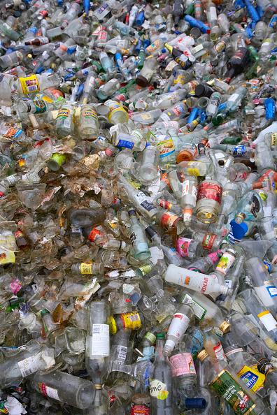 Full Frame「Bottle recycling」:写真・画像(10)[壁紙.com]