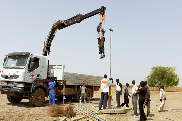 Caucasian Ethnicity「Water Pump Construction In South Sudan」:写真・画像(18)[壁紙.com]