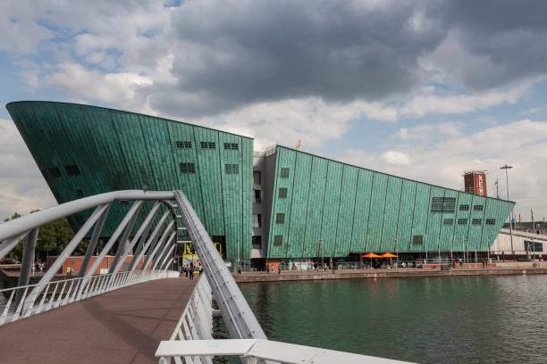 Science Center Nemo on waterfront, Amsterdam, Holland:スマホ壁紙(壁紙.com)