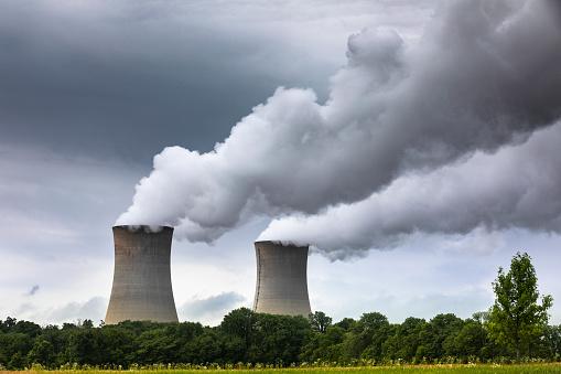 Pennsylvania「Smoke pollution flows from an industrial smoke stack chimney」:スマホ壁紙(17)